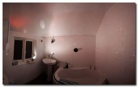 屋根裏,バスルーム,包まれ感,斜め天井,階段下,